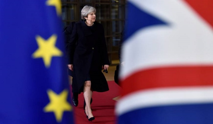 Theresa-May-EU-UK-flags-700x410.jpg