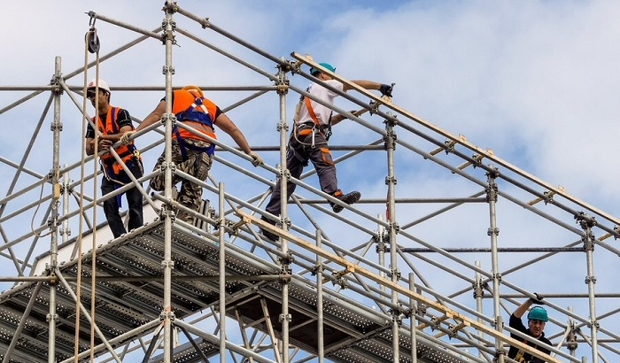 Workers-on-scaffolding-700x410.jpg