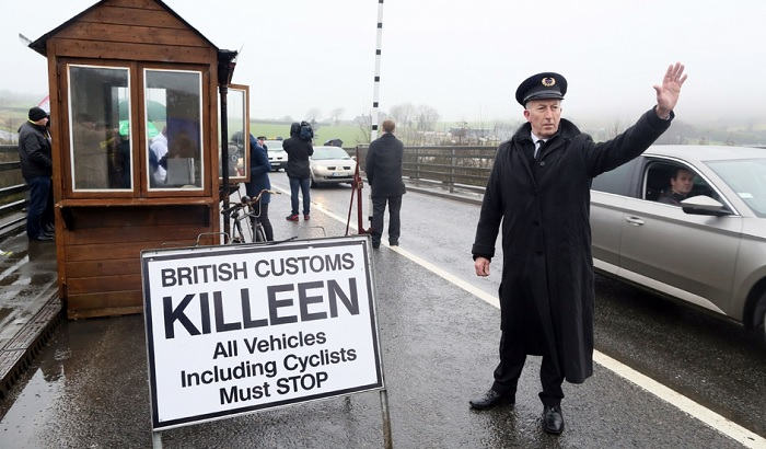 Irish-border-crossing-700x410.jpg