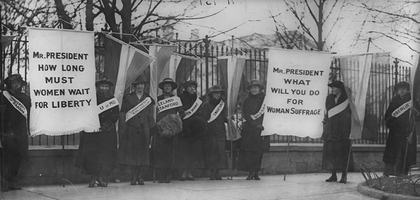 Women_suffragists_picketing_in_front_of_the_White_house-1024x488.jpg