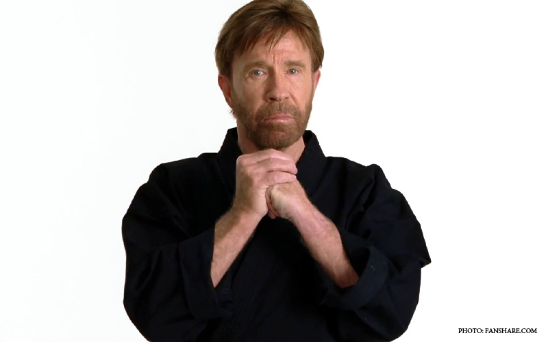 Chuck_Norris_War_On_Christmas.jpg