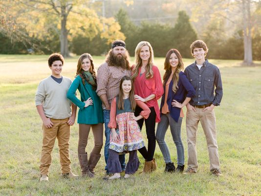 duck-dynastys-willie-and-korie-robertson-and-their-children.jpg