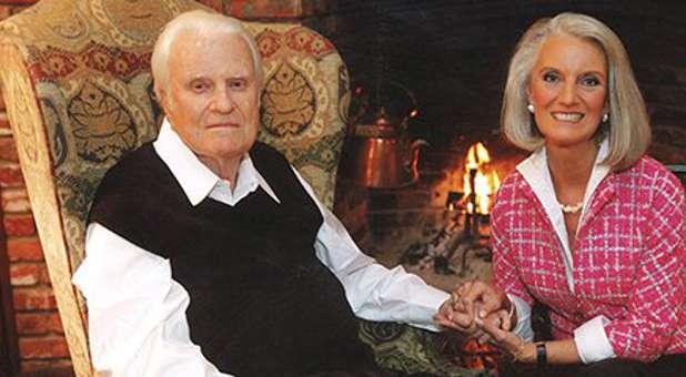 Billy-Graham-and-Anne-Graham-Lotz.jpg