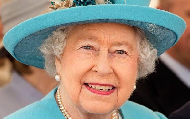 Queen_3564581b-large_trans__pJliwavx4coWFCaEkEsb3kvxIt-lGGWCWqwLa_RXJU8.jpg