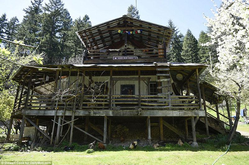 Black_Bear_Ranch_Commune.jpg