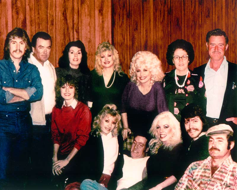 Dolly-Parton-with-parents-and-siblings.jpg