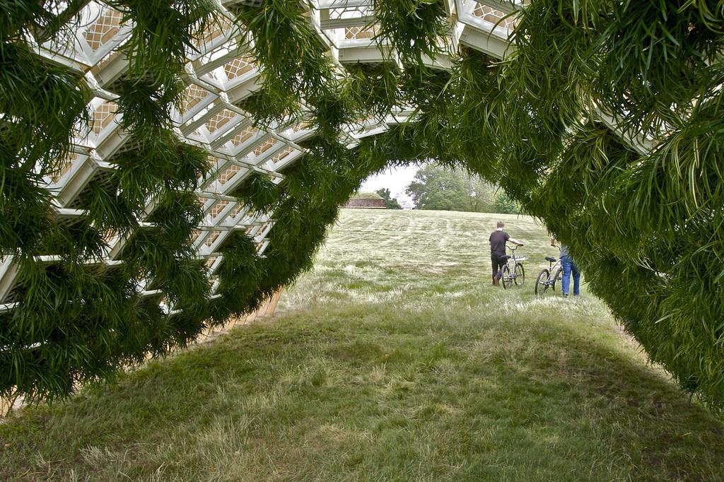 c_2010_Anna-Kadysheva_Living-Pavilion_by_Ann-Ha-and-Behrang-Behin_figment_NYC.jpg