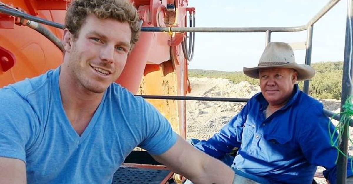 Farmer Rick Laird takes action with Rugby player, David Pocock as part of ongoing actions against the mine in 2014