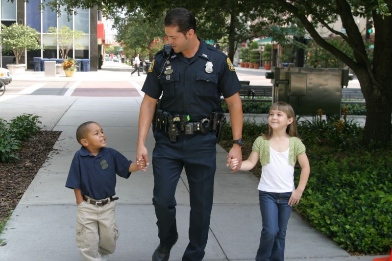 Police-Officer-With-Children.jpg