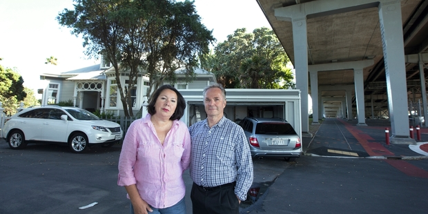 erica_hannam_and_richard_tout_oppose_the_skypath_c_54e2321e29.jpg