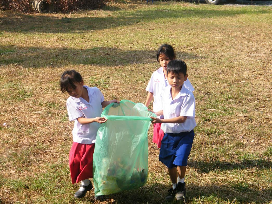 Cleanup_-_Thai_school_kids.jpeg