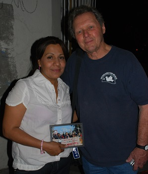 Mexico_-_Aracely_and_Father_Roy_-_crop_(2).jpg