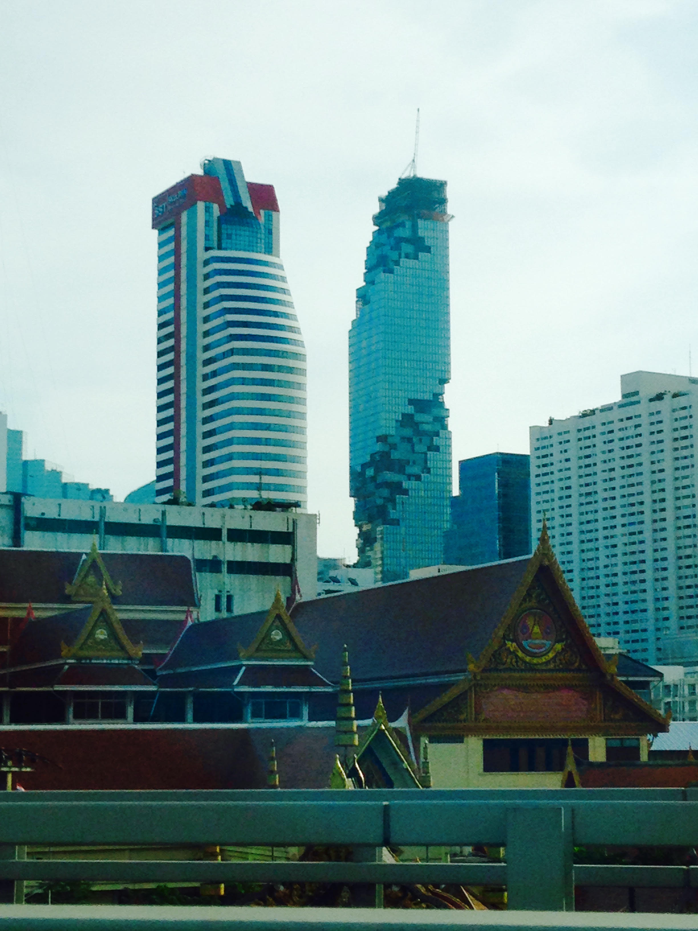 A_Buddhist_temple_and_Bkk's_tallest_skyscraper_-_12-18-15.jpeg