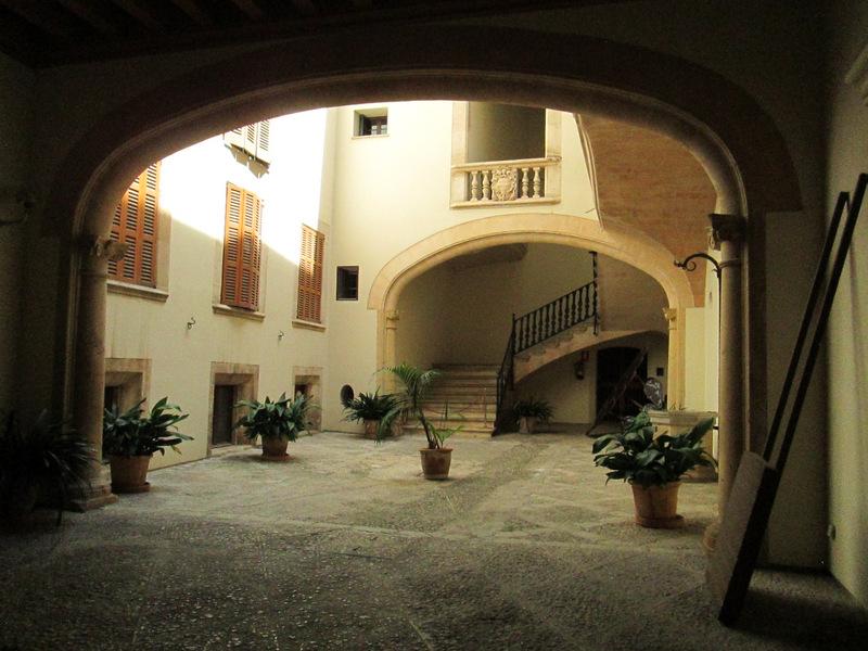 courtyardIMG_1583.JPG
