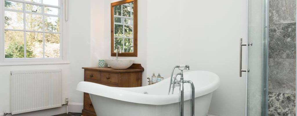 grasmere_lake_view_country_house_bathroom.jpg