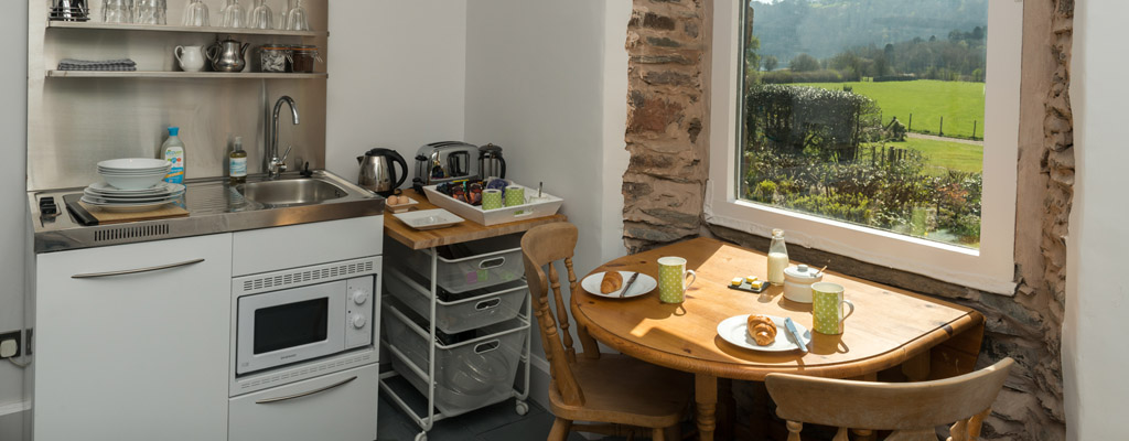 grasmere_lake_view_country_house_kitchen_dining_room.jpg