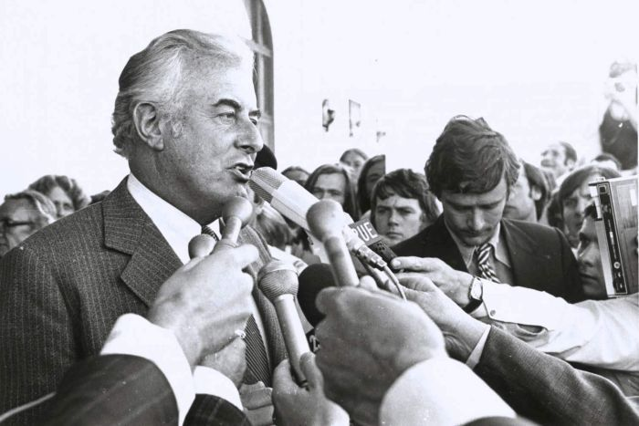 Black and White image of Sir John Kerr speaking to reporters