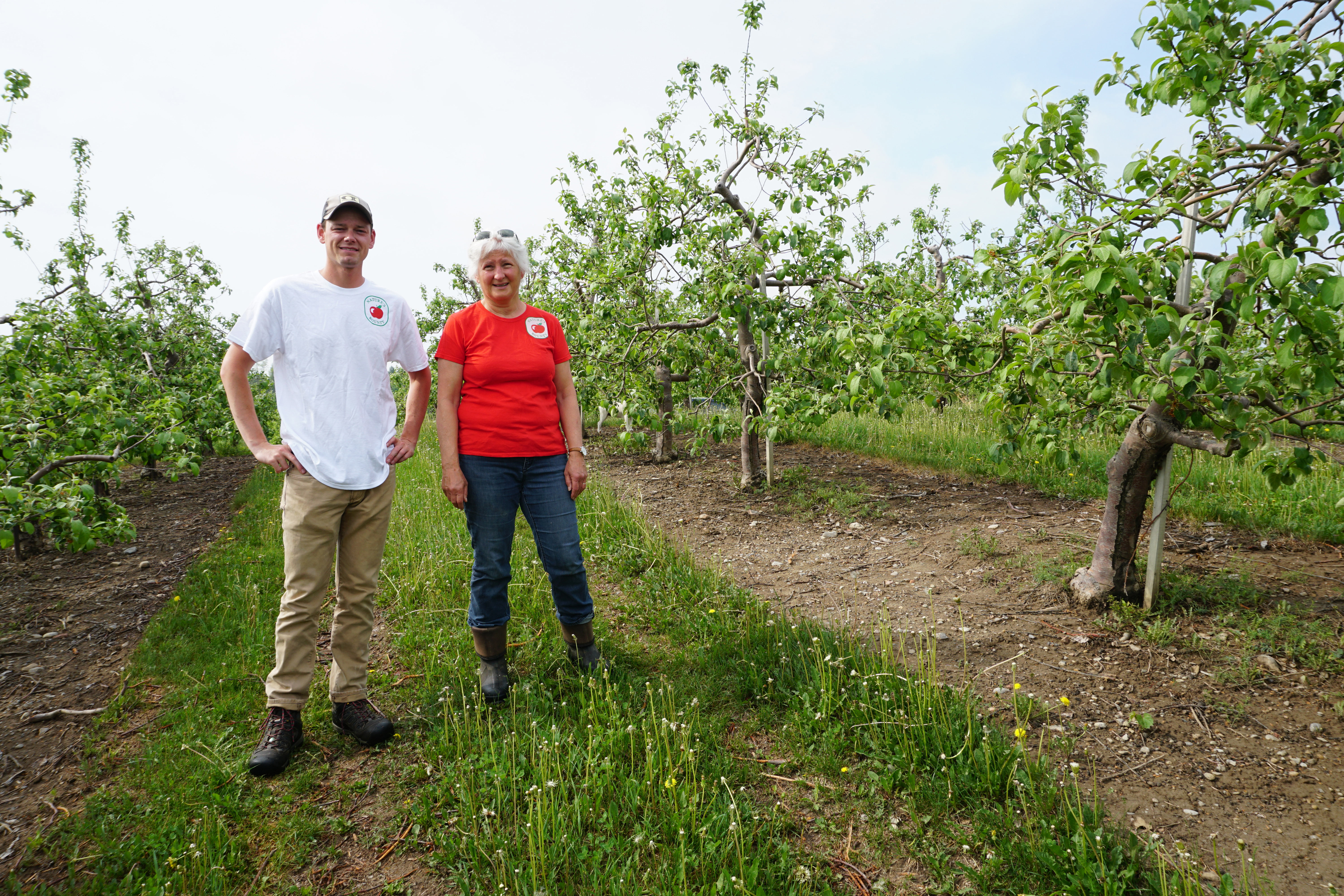 FarmLink._Natures_Bounty_owner_Cathy_McKay_and_manager_Rob_Alexander_2.JPG