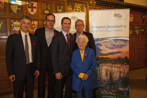 Guest speakers alongside former Ontario Premier Dalton McGuinty. L-R: Foundation Chair and Gowling Lafleur Henderson LLP Partner Rod Northey; Broadbent Institute Executive Director Rick Smith; Former Ontario Premier Dalton McGuinty; Foundation CEO Burkhard Mausberg; and Former Mayor of Mississauga Hazel McCallion.