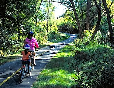 image_ontario_mother_and_child_biking_on_trail_(1).jpeg