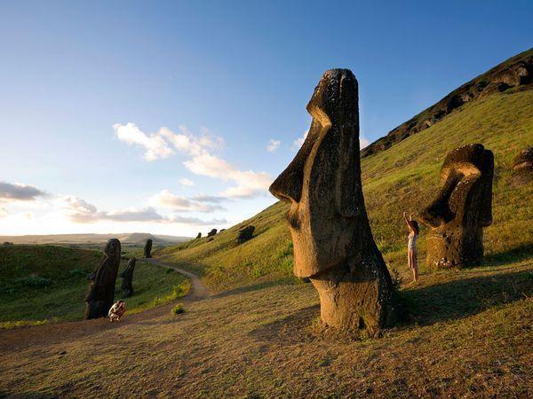 2011-07-29_easter-island-statues.jpg
