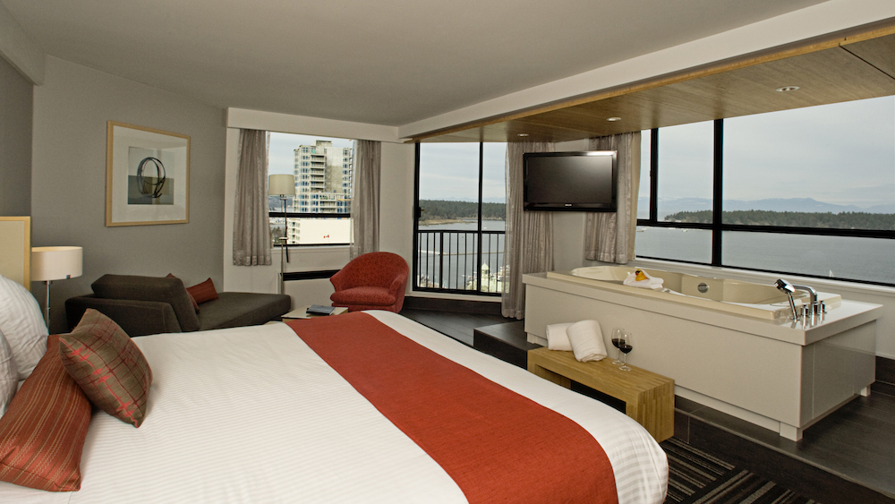 CBI_Rooms_Premium_King_HarbourView_Jacuzzi_2_small.jpeg
