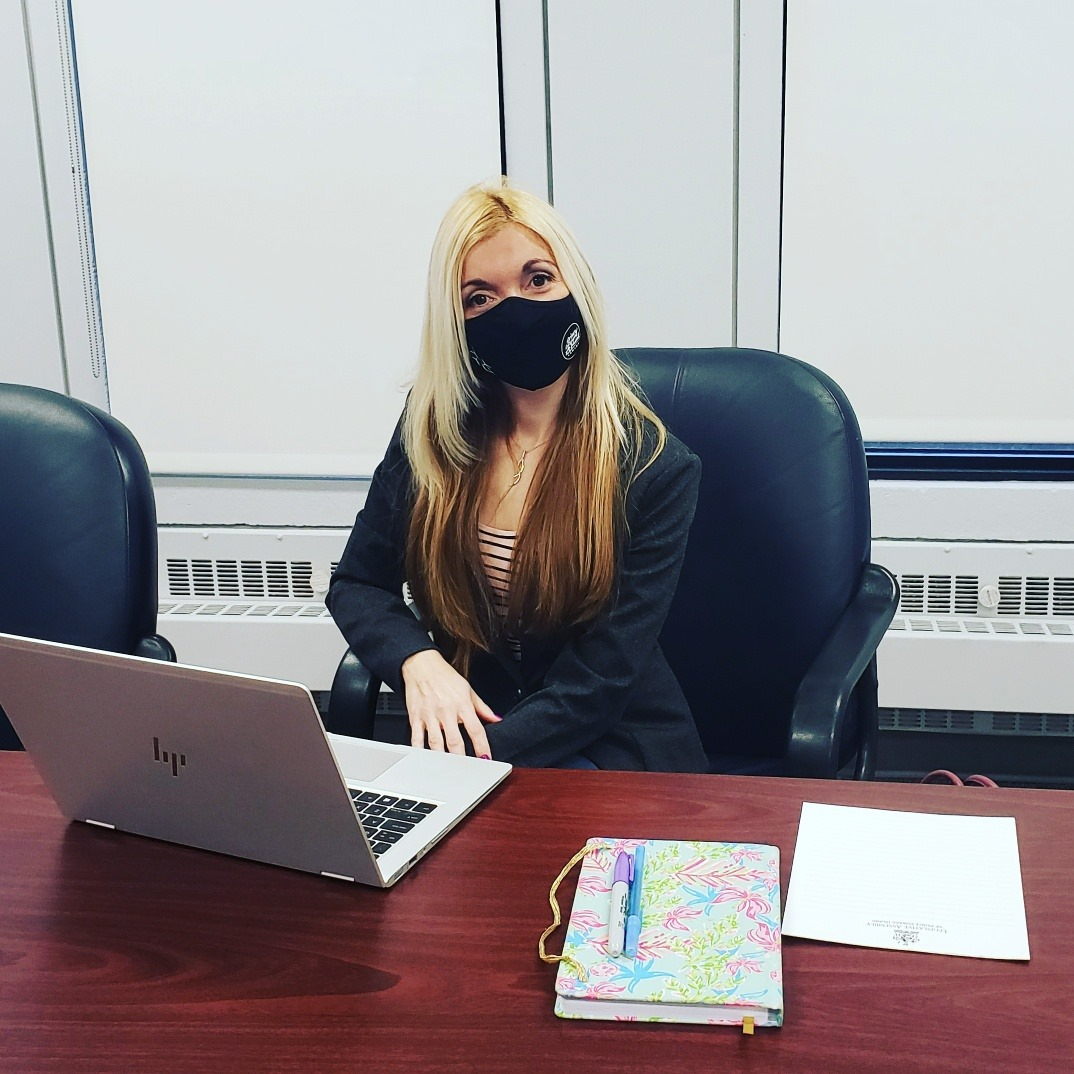 Lynne_Lund_office_hours_mask.jpg
