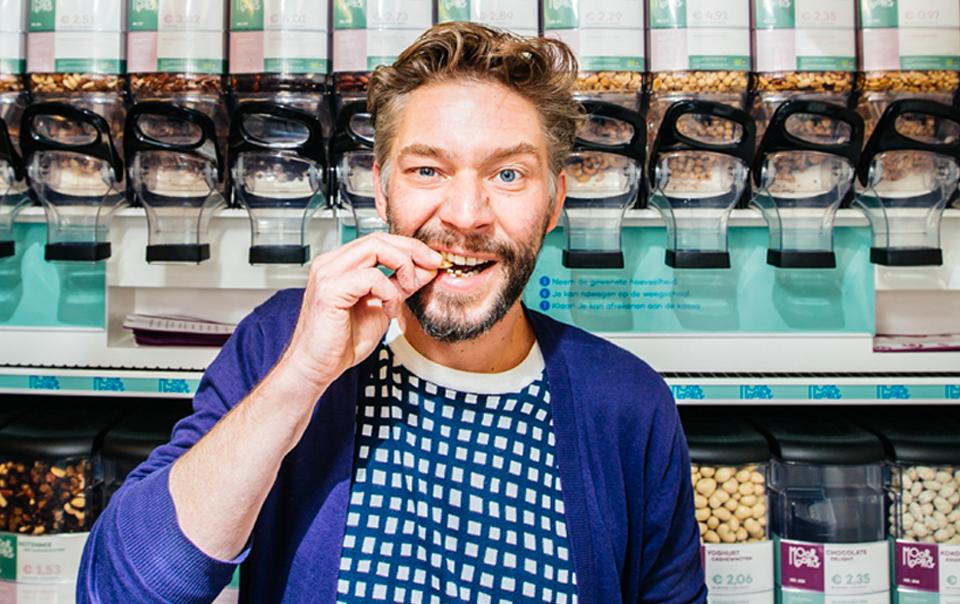 'Biologisch, lokaal en gezond: zo onderscheidt onze kruidenierszaak zich. Met mijn ervaring wil ik jonge starters met duurzame ideeën helpen. Ik steun Groen omdat ik samen een nieuw economisch verhaal wil schrijven'