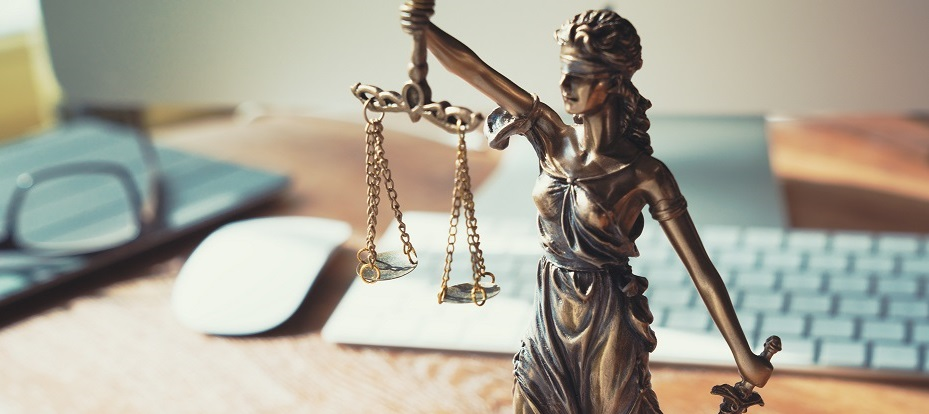 <h2>Rechtvaardiger</h2><div>Als autoriteit op het vlak van justitie bijt Stefaan zich vast in de juridische dossiers van de regering. Kritisch waar nodig, constructief waar mogelijk, werkt hij mee aan de justitiehervorming.</div>