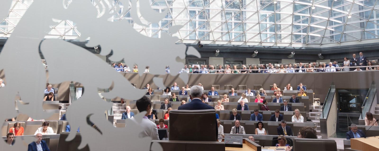 <h2>Groen in het Vlaams Parlement</h2><div>Met de Vlaamse Groenfractie bouwen we aan een positieve tegenbeweging omdat we geloven dat het anders, groener en rechtvaardiger kan. Vlaanderen verdient dat.</div>