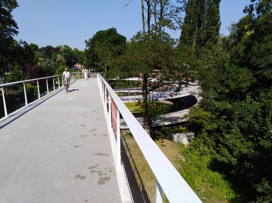<h2>Parkbosbruggen</h2><div>2 fietsbruggen over de R4 en de E40 als deel van de fietssnelweg naar het zuiden van Gent</div>