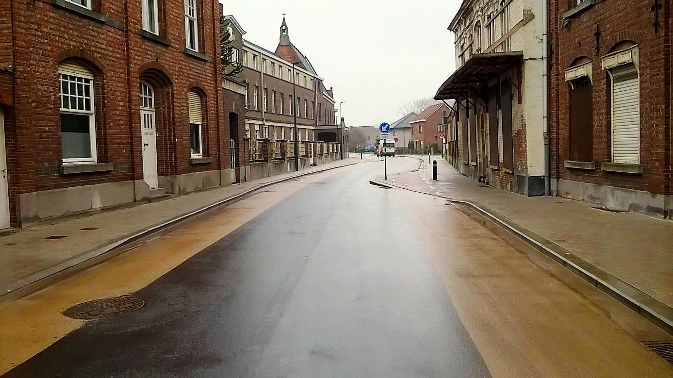 <h2>Sint-Kruis-Winkel</h2><div>De volledige dorpskern werd vernieuwd, inclusief fietsvoorzieningen.</div>