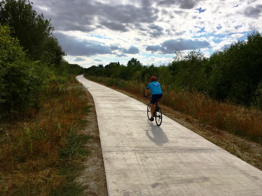 <h2>Fietspad Ter Durmenpark</h2><div>Een nieuw fietspad doorheen het park vormt een veilig aangenaam voor de R4</div>