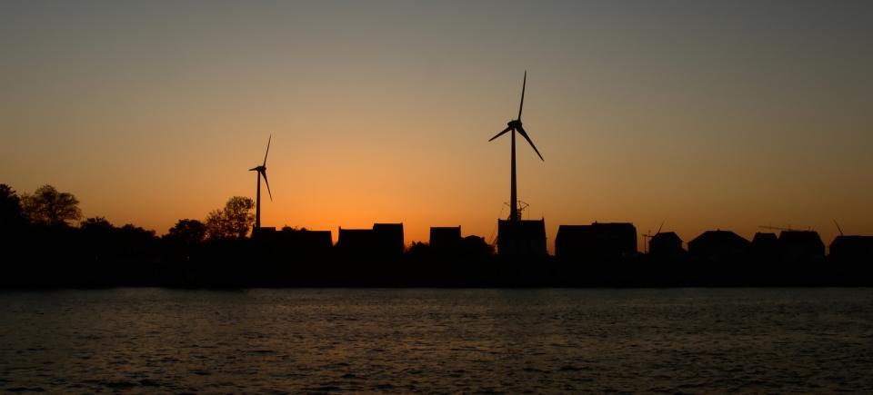 <h2>Klimaat & Energie</h2><div>Tegen 2050 wil Gent klimaatneutraal zijn. Het is belangrijk om het energieverbruik in Gent drastisch te doen dalen en om zelf duurzame energie op te wekken.</div>