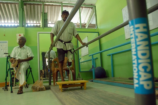 c_Nicolas-Axelrod_Handicap-International_SriLanka_Man_in_Rehabilitation.jpg