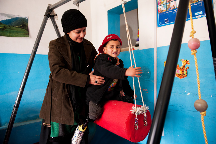 Kashmir: 3-Year-Old Amputee Learns to Walk Again