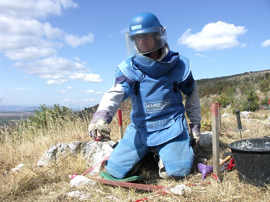 c_P.-Vermeulen__Handicap-International_Resources_Landmines_Bosnia_Male_Demining.jpg