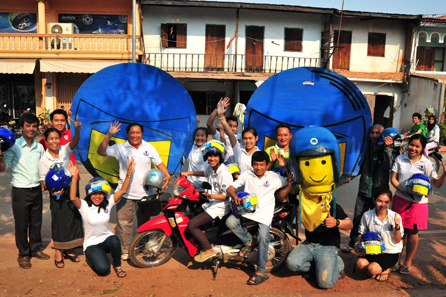 c_Till-Mayer_Handicap-International_Laos-road-safety.jpg