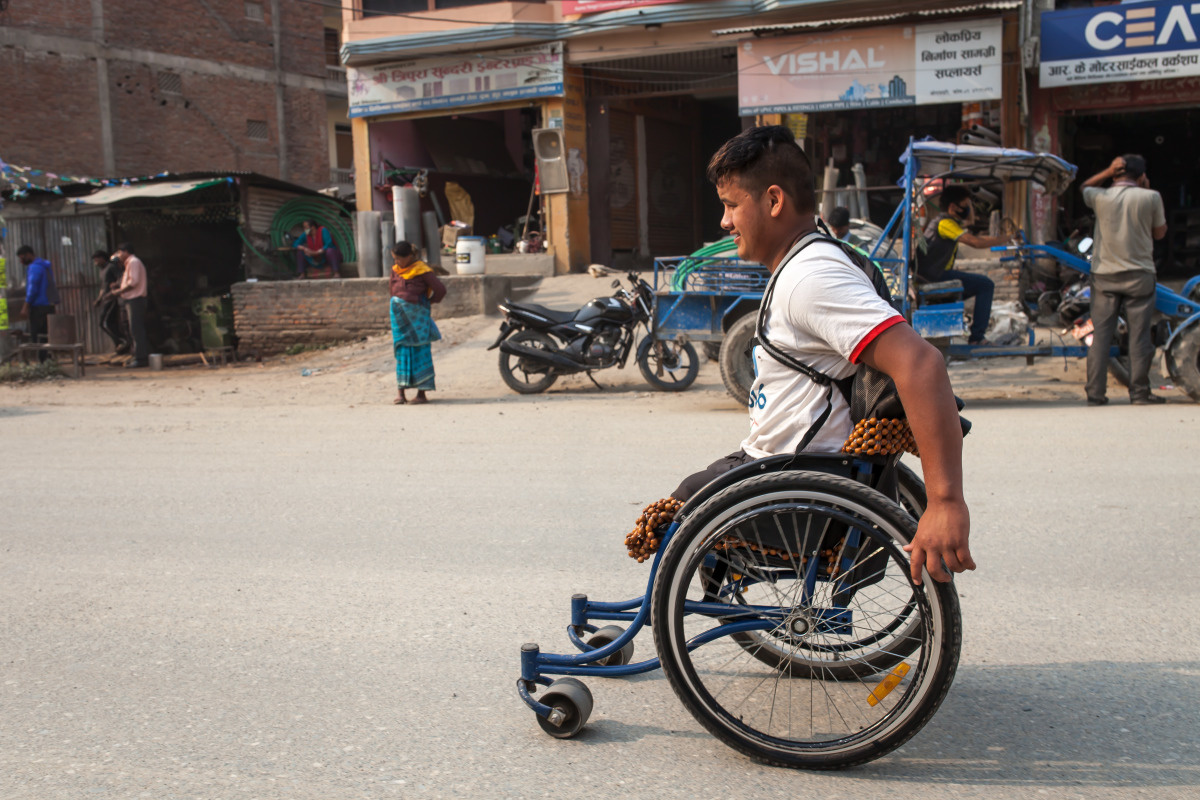 c_Lucas-Veuve_Handicap-International__Ramesh_pushes_himself_through_the_streets_of_Kathmandu_in_his_wheelchair.jpg