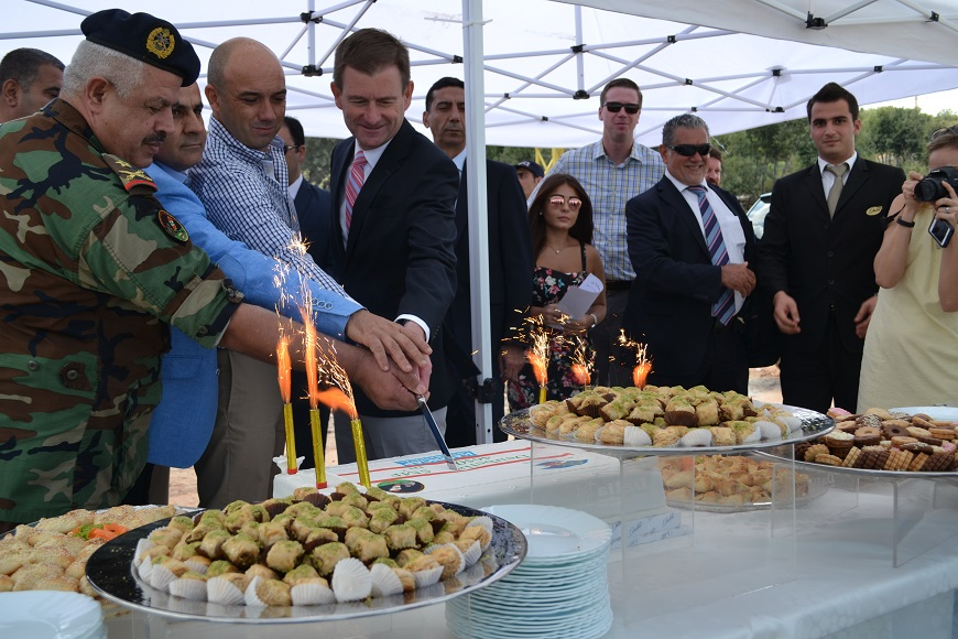 c_Handicap-International__Lebanon_Land_release_ceremony_cutting_the_cake.jpg