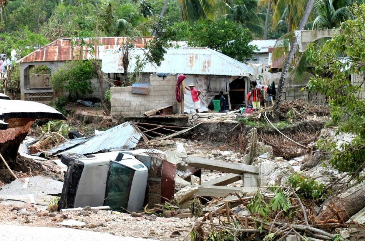 c_P-Thieler_Handicap-International__Car_overturned_in_Haiti_after_Hurricane_Matthew.JPEG