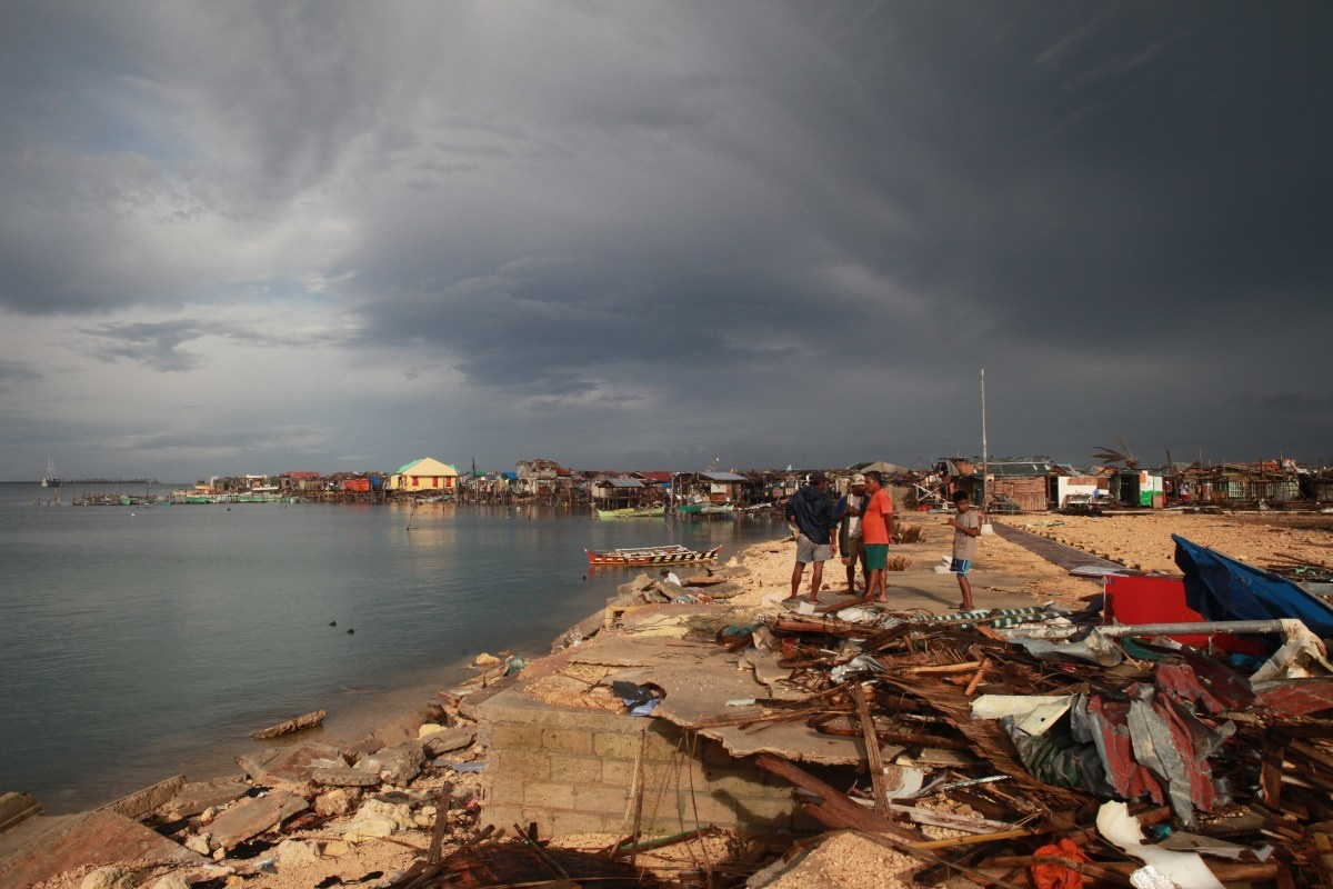 c_Brice-Blondel_Handicap-International__The_town_of_Guiuan_severly_hit_by_Typhoon_Haiyan.JPEG