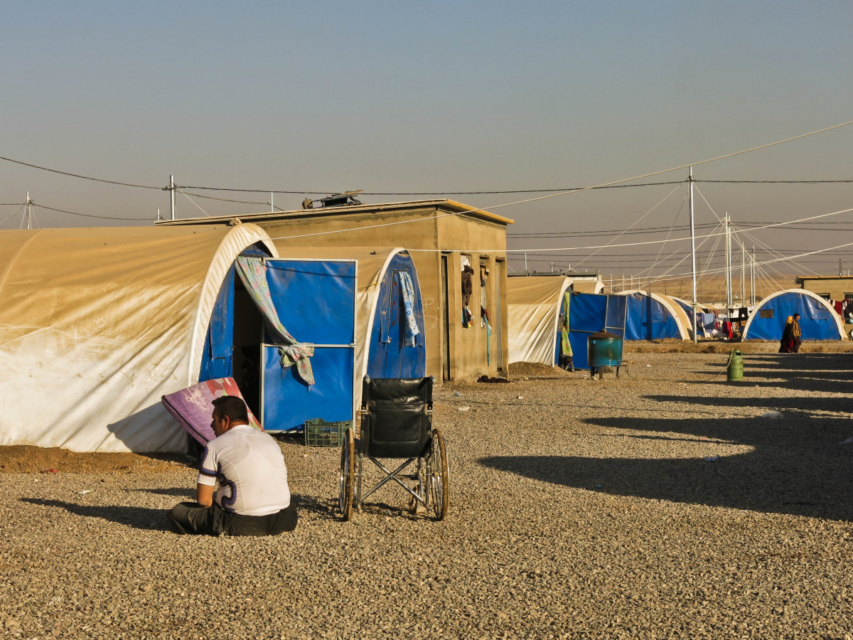 c_E-Fourt_Handicap-International__A_man_with_disabilites_sits_on_the_ground_at_the_Khazer_camp_in_Iraq.jpg