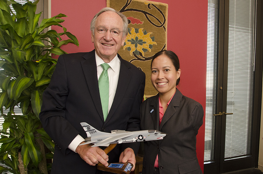 c_Molly-Feltner_Handicap-International__Jessica_with_Senator_Harkin.jpg