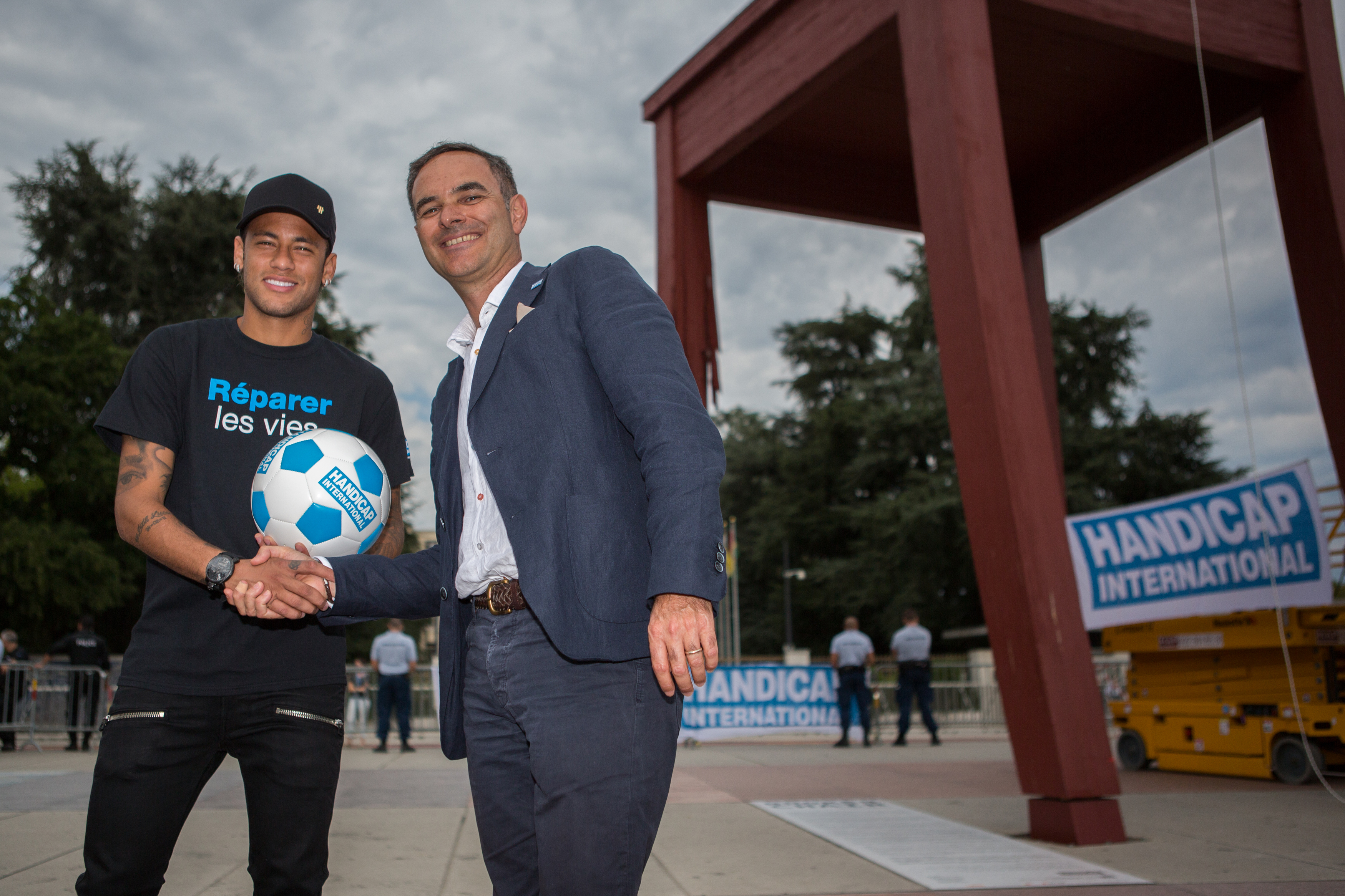 Neymar Jr becomes Handicap International ambassador