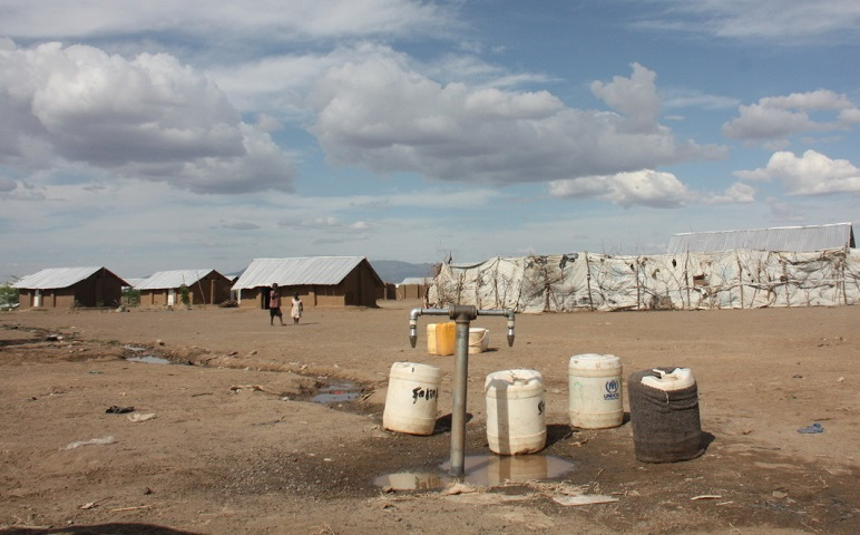 c_E-Cartuyvels_Handicap-International___In_this_dry_region_of_Kakuma_refugee_camps_in_Kenya_refugee_populations_do_not_have_easy_access_to_water.jpg