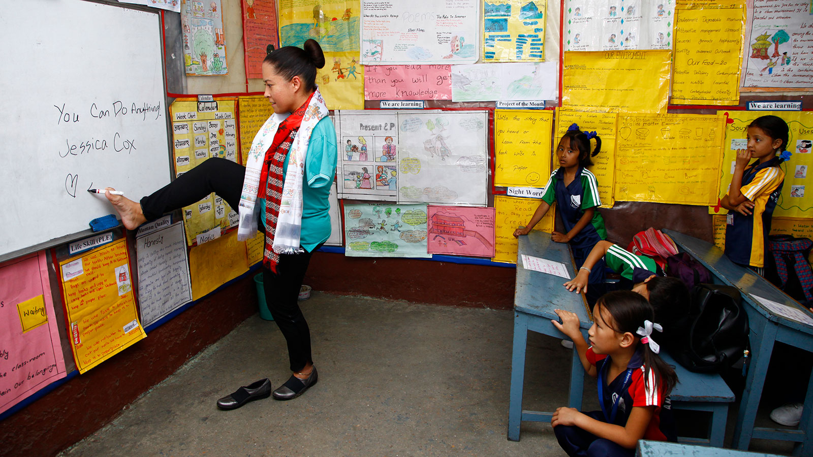 Jessica-Cox-writes-on-a-chalkboard-at-a-school-in-Nepal