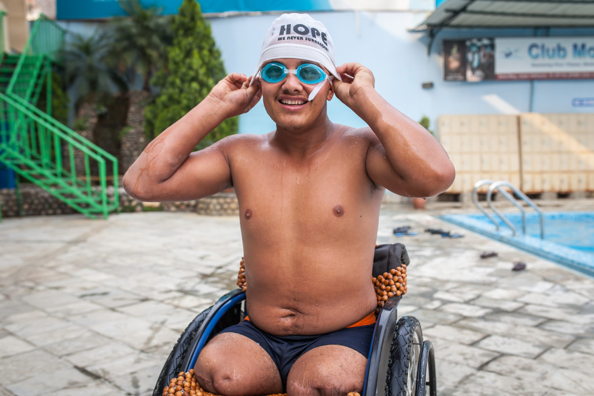 c_Lucas-Veuve_Handicap-International__Ramesh_sitting_in_his_wheelchair_at_a_swimming_pool_in_Nepal.jpg