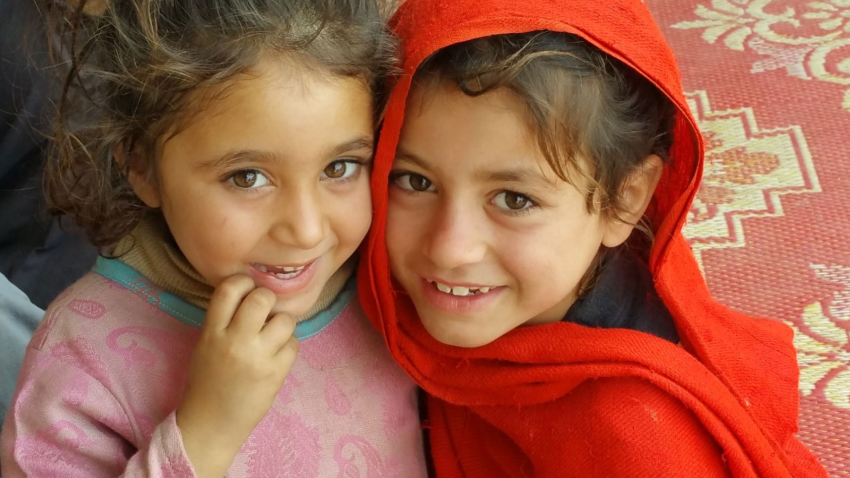two-little-girls-from-Pakistan