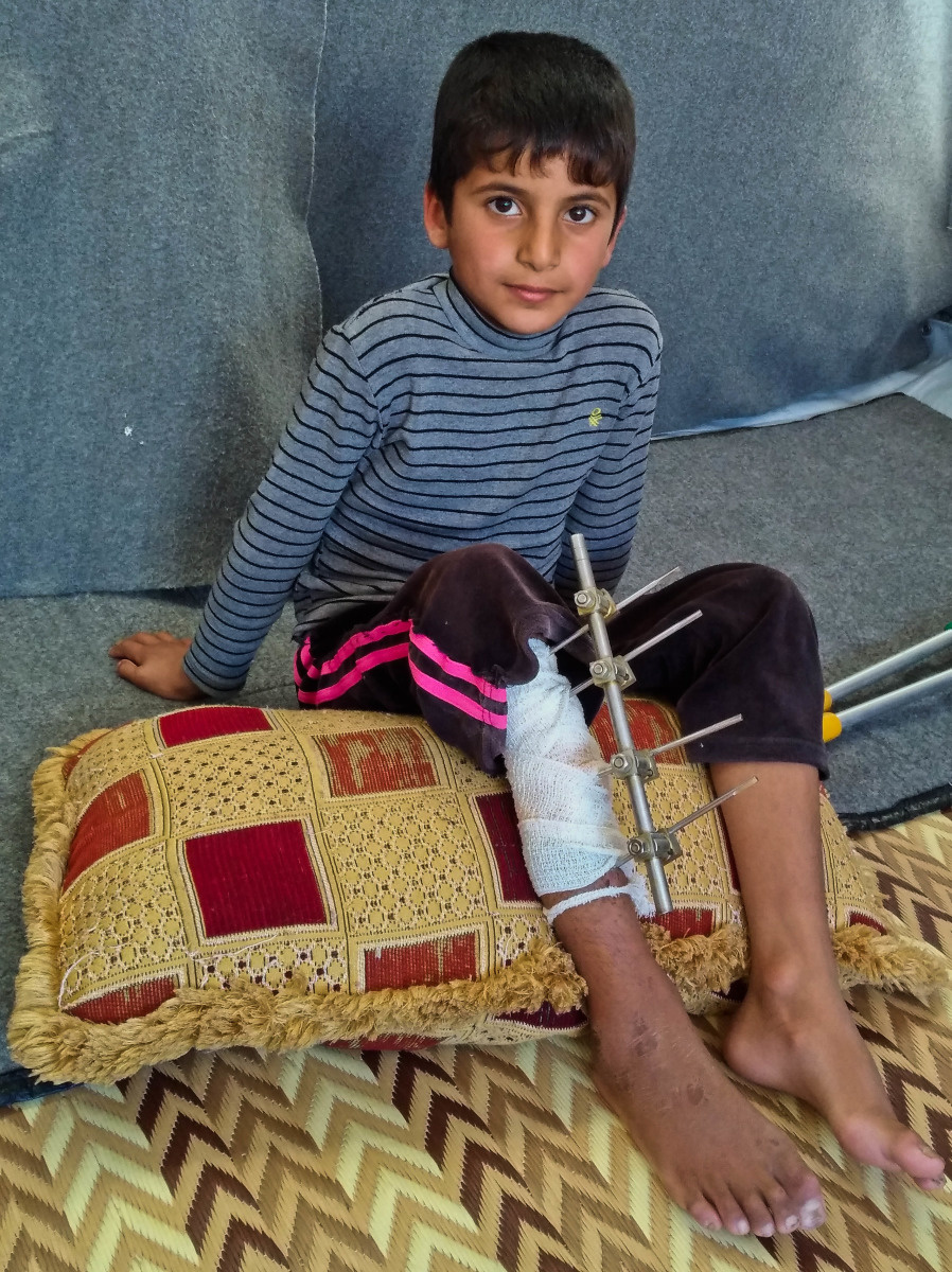 c_E-Fourt_Handicap-International__Harith_sits_on_a_pillow_in_Hasansham_camp_after_an_injury_in_a_rocket_attack_in_Mosul.jpg